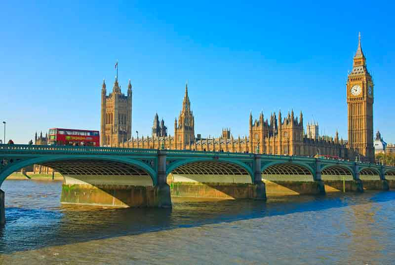 Take in the sights of  London with a guided tour of its most famous attractions and landmarks