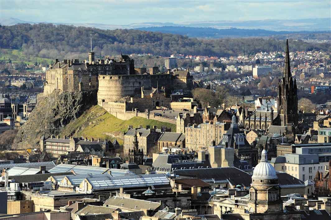 Panoramic and guided tour of Edinburgh