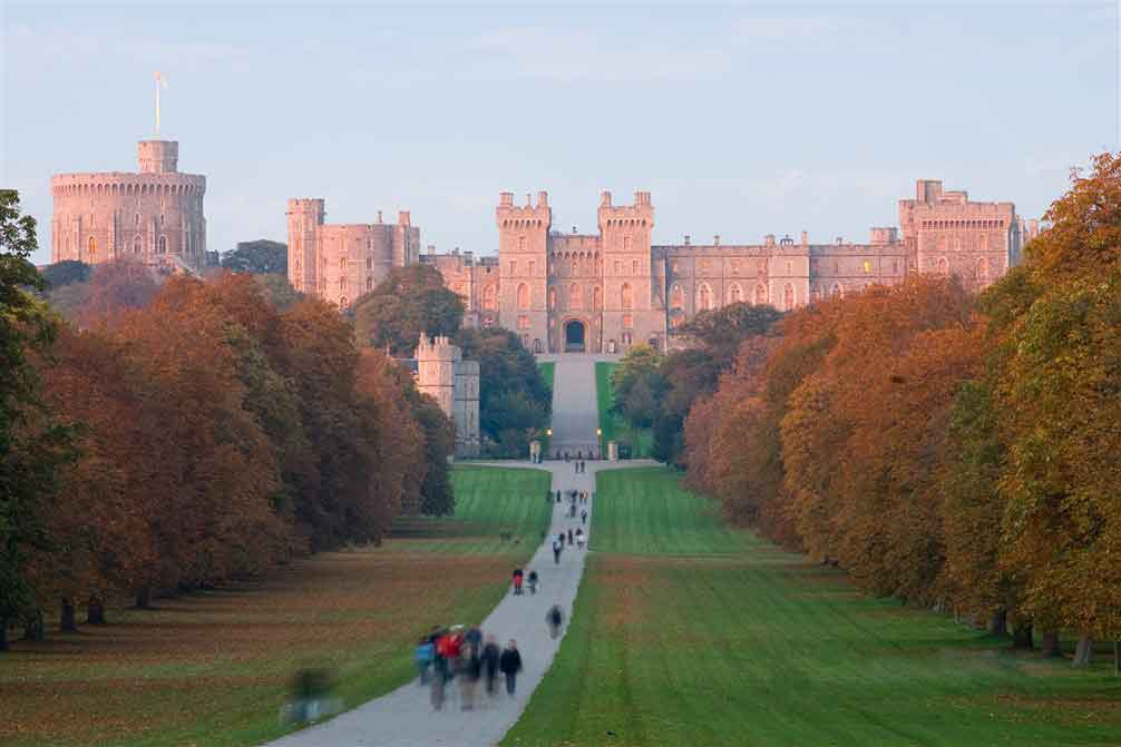 Discover Windsor and its Castle, an official residence of the Queen