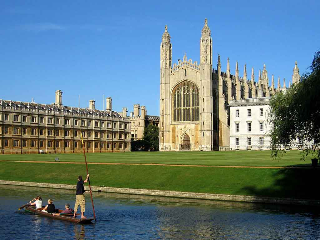 Admire the exquisite architecture of Cambridge and discover its deep traditions