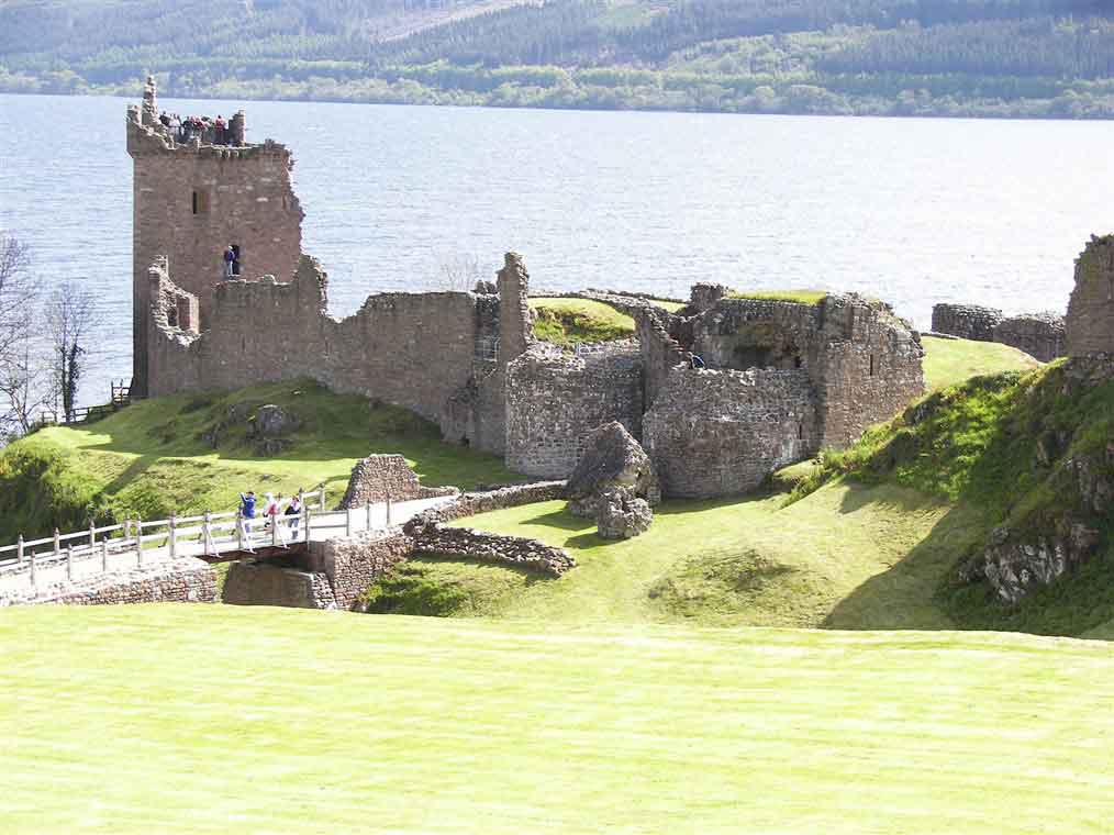 The magnificently situated Urquhart Castle on the banks of Loch Ness
