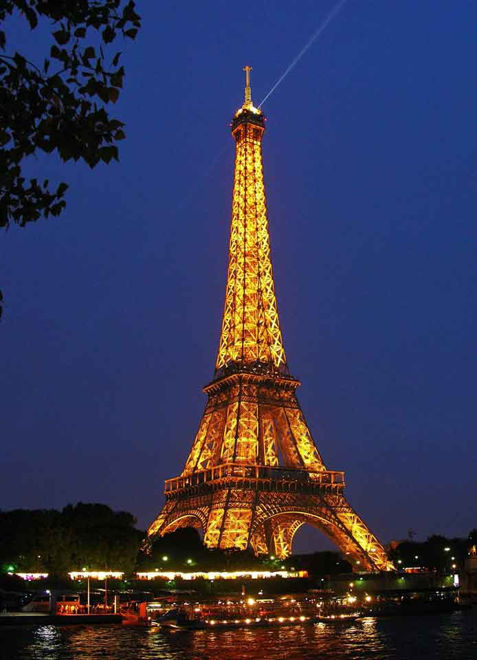 Take in the highlights of Paris with its truly exceptional heritage, combining both historical and modern treasures
