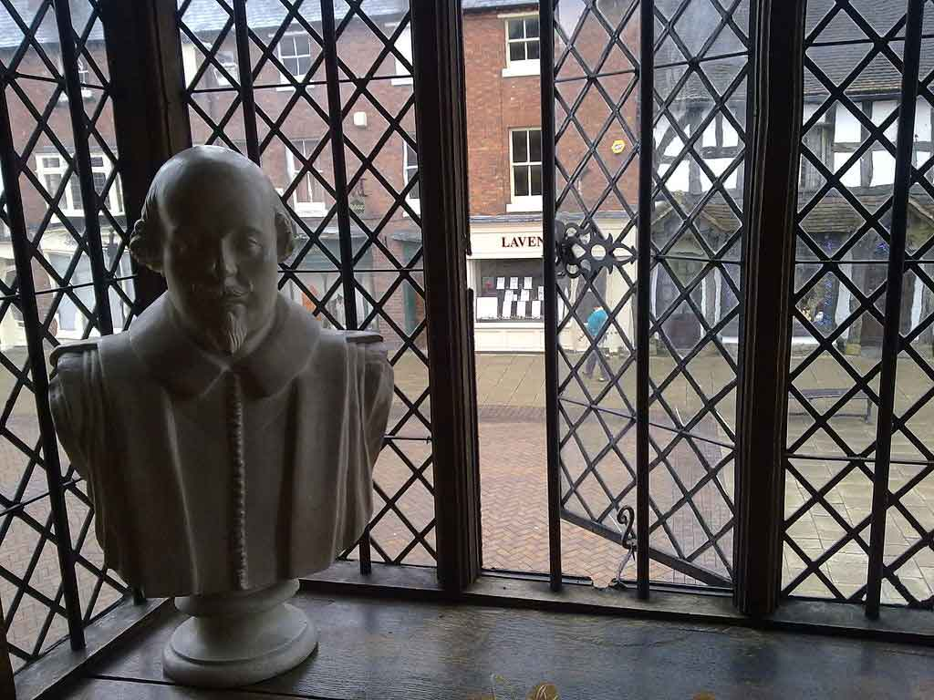 visit Shakespeare's birth town of Stratford Upon Avon