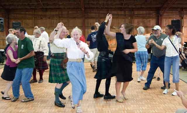 Participate in a Scottish cèilidh