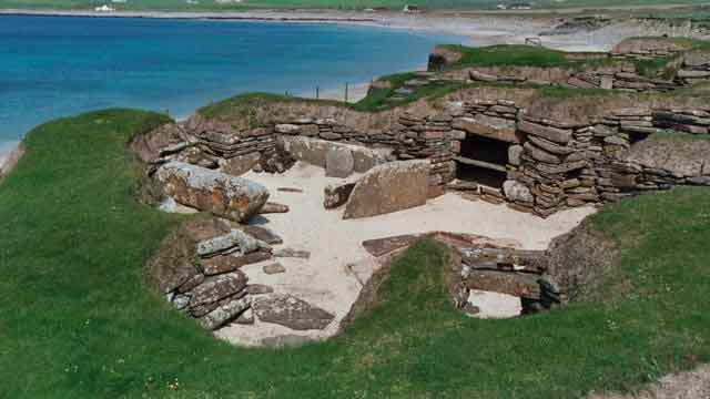 Archaeological sites of mainland Orkney: Skara Brae , Maeshowe, a 9th-century Viking-Age settlement and 12th-century monastery