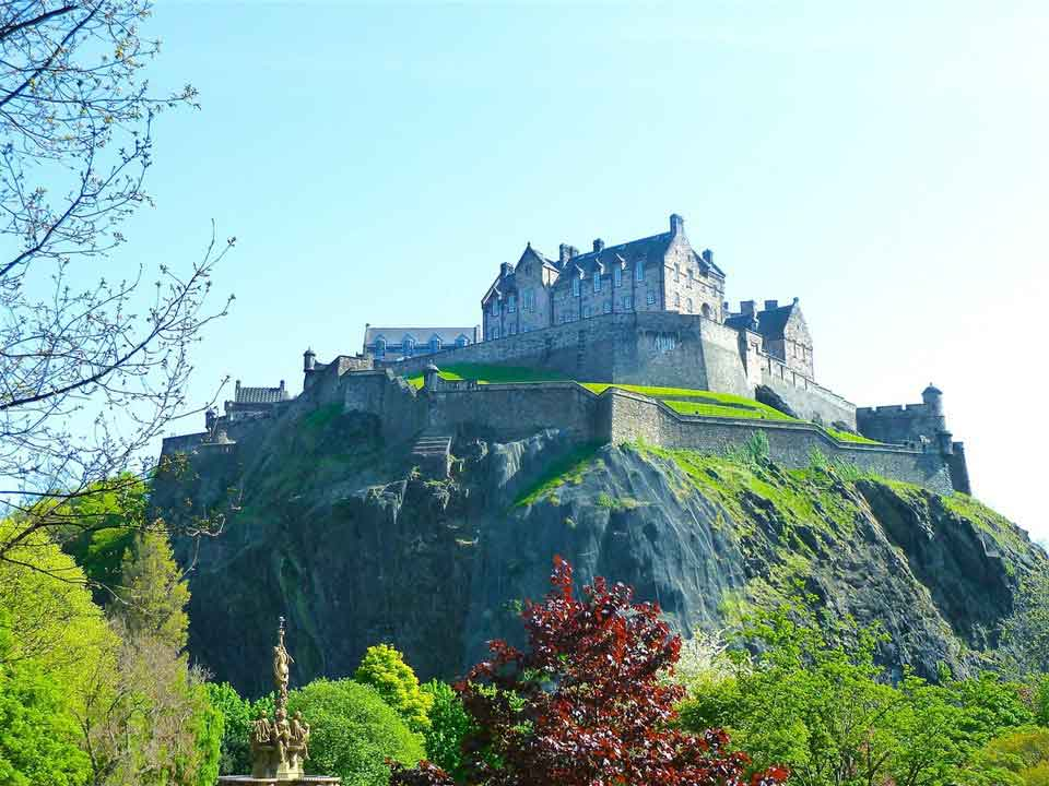 Enjoy panoramic tours of Glasgow and Edinburgh in Scotland