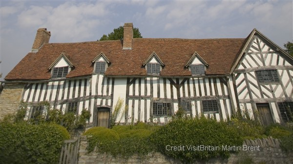 Visit the five houses linked to Shakespeare and his family each offering a unique insight into his life and times and Anne Hathaway's Cottage