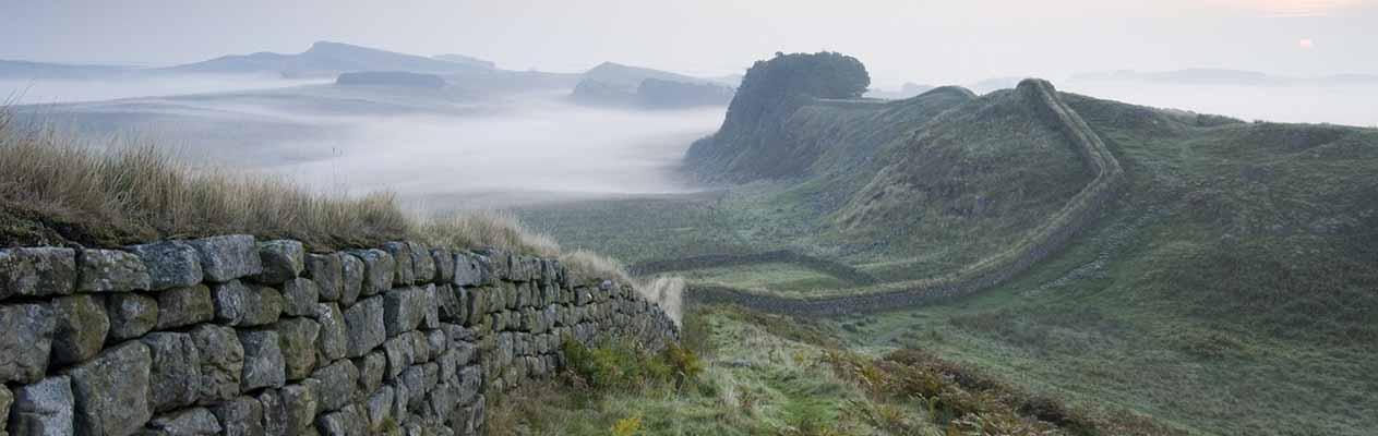 b_0005_Hadrians Wall Banner  Credit VisitBritain  Rod Edwards (2554 x 1047)2CC