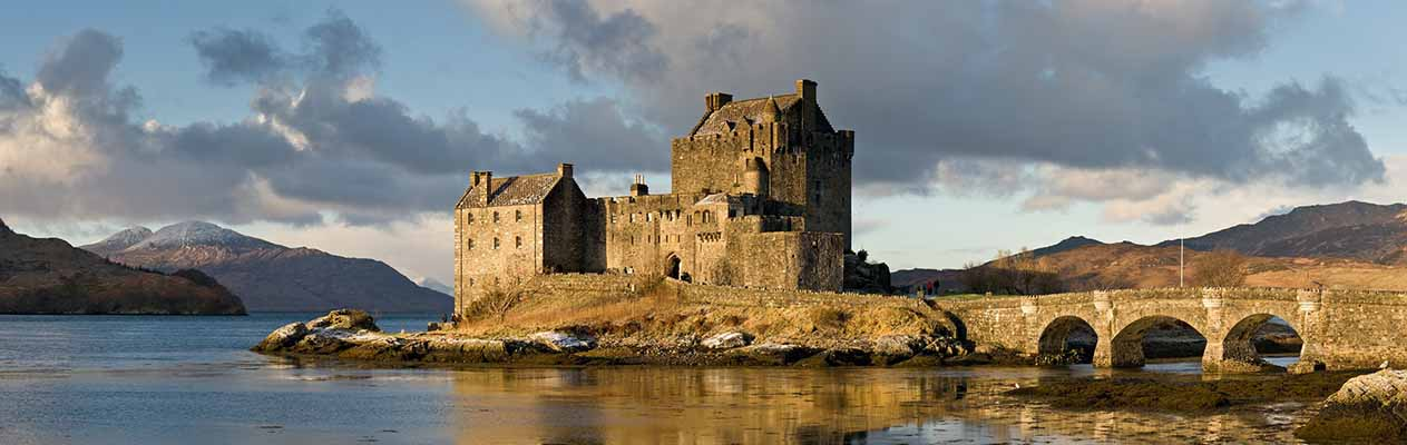 b_0023_8 Eilean_Donan_Castle,_Scotland_-_111 Banner (2303 x 861)