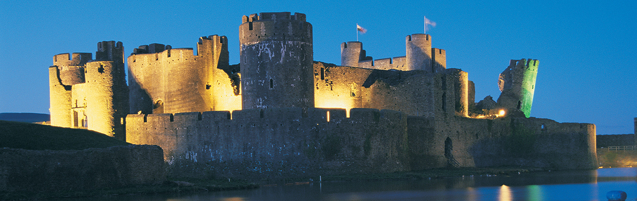 tmt_0007_Caerphilly-Castle-S99-124-SP-A2-A5W-©-Crown-copyright-2014-Visit-Wales