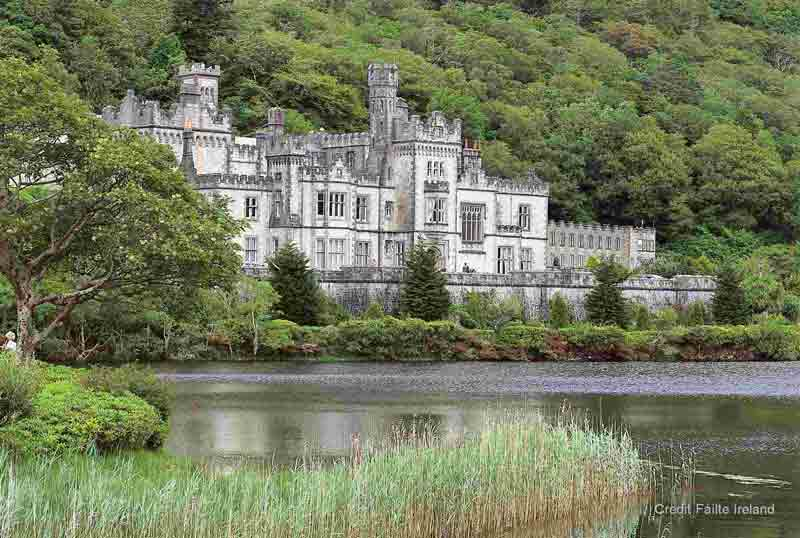 <b>Kylemore Abbey</b> wonderfully situated in the Connemara National Park