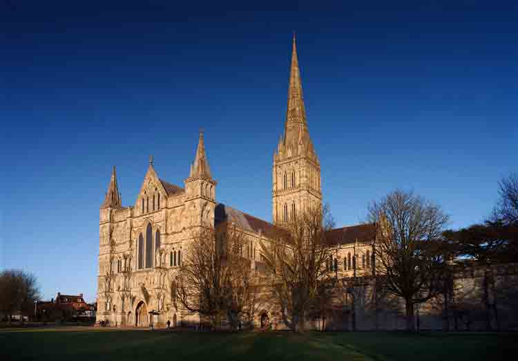 Tour Salisbury and its vibrant early English gothic Cathedral