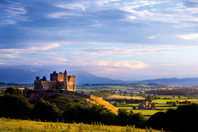 <b>Rock of Cashel</b> - the ancient capital of the Kings of Munster and later of the Archbishops of Cashel and ecclesiastical centre